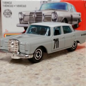 100 100 MB1212 GKK40 M38 GKN87 DNK70 1962 '62 Mercedes Benz 220 SE Sedan   Matchbox 01