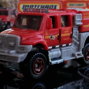 74 100 MB939 M38 GKN06 DNK70 2007 International Workstar Brush Fire Truck   Matchbox 01