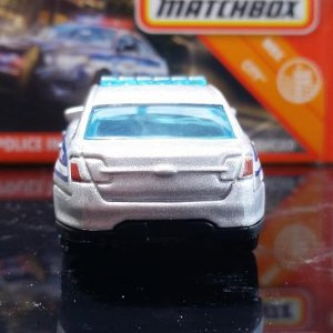 28 100 MB821 VO282 M38 GKN60 DNK70 2010 Ford Police Interceptor   Matchbox 04
