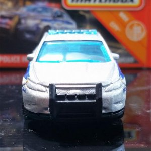28 100 MB821 VO282 M38 GKN60 DNK70 2010 Ford Police Interceptor   Matchbox 02